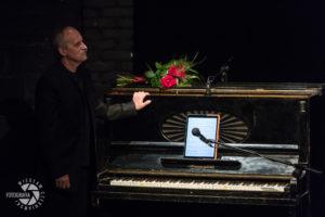 Borkowski przy fortepianie